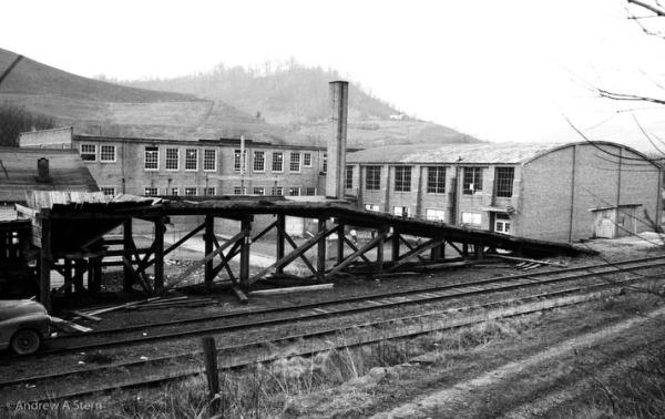 RR tracks, Schoolhouse