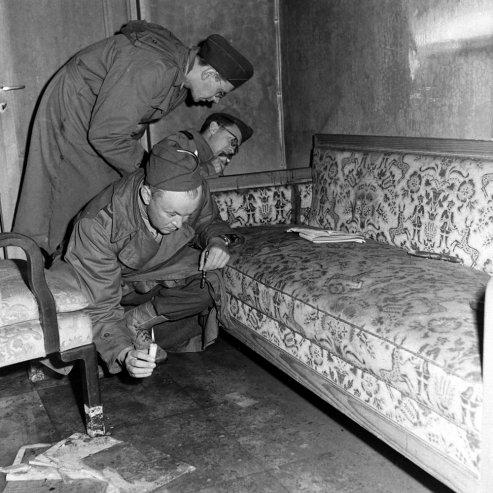 bill-vandivert-berlin-hitler-bunker-1945-02