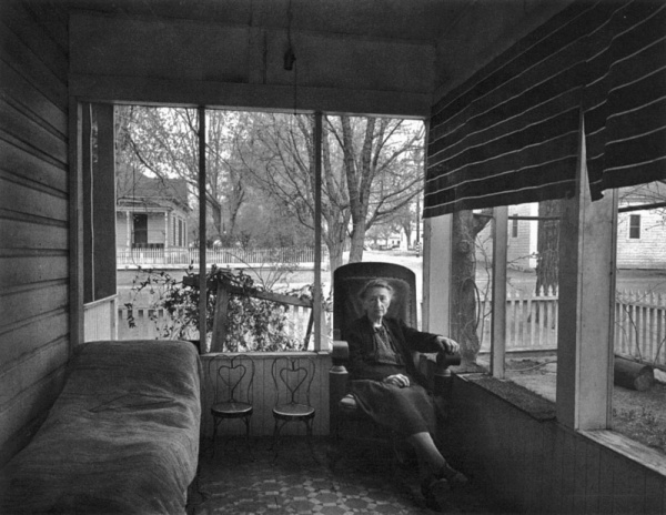 ansel-adams-mrsgunn-on-porch
