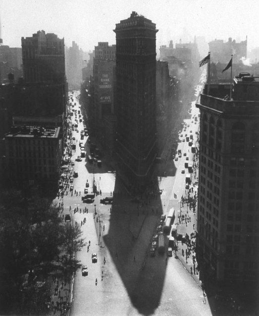 Rudy-Burckhardt-flatiron-new-york-1947